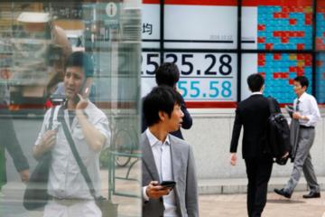Các ngân hàng trung ương lớn tung kích thích, cổ phiếu tại châu Á lại bị bán tháo