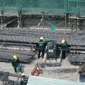 """<p> <span style=""""color:rgb(0,0,0);"""">Ghi nhận trong ngày 17/3, trên công trường, công nhân làm việc khá đông, phần thân dự án đang được xây cao.</span></p>"""