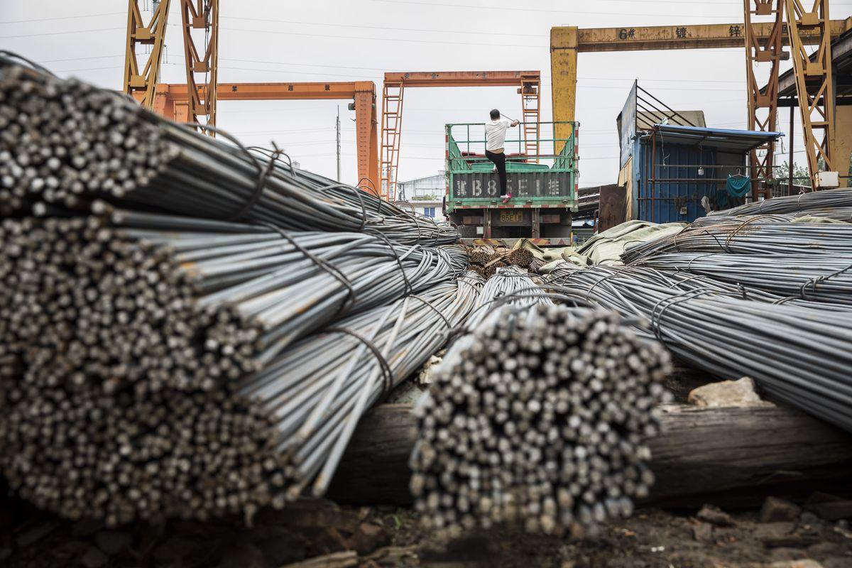 Vàng lao dốc, nhà đầu tư Trung Quốc chọn thép làm tài sản an toàn