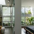<p> Với tất cả tâm huyết đó, đội ngũ kiến trúc sư đã cho ra đời ngôi nhà nhỏ 3 tầng được xây dựng trên diện tích đất 100 m2, thiết kế với ý tưởng phù hợp thời tiết nhiệt đới miền Trung Việt Nam.</p>