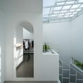 <p> Không gian trong ngôi nhà đều được tận dụng tối ưu ánh sáng mặt trời và điều hòa không khí. Với gam màu trắng, ngôi nhà trở nên rộng rãi và thoải mái hơn.</p>