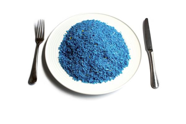 Những 'bữa ăn' bằng nhựa