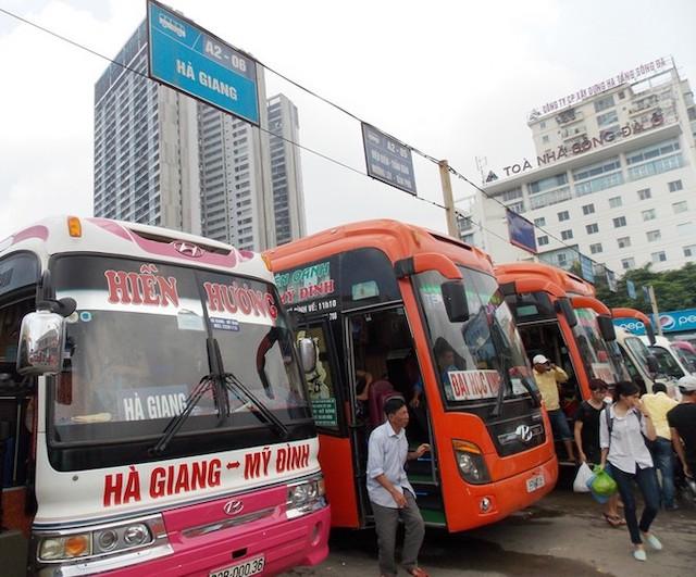 Công ty bến xe Hà Nội đề nghị nhà xe và khách phải đeo khẩu trang để đảm bảo an toàn..