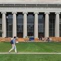 """<p class=""""Normal""""> <strong>5.<span> </span>Trường Kinh doanh Sloan, Học viện Công nghệ Massachusetts</strong></p> <p class=""""Normal""""> Điểm tổng thể: 97</p> <p class=""""Normal""""> Điểm đánh giá ngang hàng (trên 5): 4,7</p> <p class=""""Normal""""> Điểm đánh giá nhà tuyển dụng (trên 5): 4,4</p> <p class=""""Normal""""> Điểm trung bình đại học: 3,6</p> <p class=""""Normal""""> Điểm GMAT trung bình: 727</p> <p class=""""Normal""""> Mức lương thưởng khởi điểm trung bình: 160.291 USD</p> <p class=""""Normal""""> Sinh viên tốt nghiệp năm 2019 có việc làm ngay sau khi tốt nghiệp: 79,3%</p> <p class=""""Normal""""> Có việc làm 3 tháng sau khi tốt nghiệp: 93,5%</p> <p class=""""Normal""""> Học phí và lệ phí ngoài tiểu bang: 77.168 USD</p> <p class=""""Normal""""> Ảnh: <em>Reuters</em></p>"""