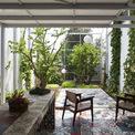 <p> Xung quanh ngôi nhà được lấp đầy bởi cây cối, do đó nhìn từ xa giống như một hộp màu xanh lá cây.</p>