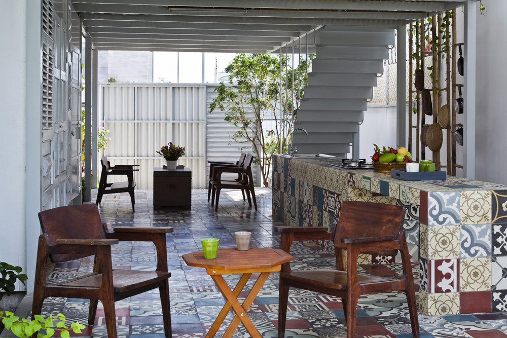 Nhà 2 tầng tiết kiệm chi phí với cọc sắt và tấm thép - Ảnh 4.