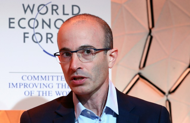 Nhà sử học, triết gia Yuval Noah Harari. Ảnh: Reuters.