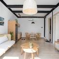 <p> Kiến trúc sư đã đề xuất họ xây dựng 2 ngôi nhà nhỏ riêng biệt. Trong đó, một căn sẽ sẵn sàng để ở bất cứ khi nào họ đến Việt Nam. Căn còn lại sẽ được cho thuê khoảng 2.000 USD/tháng. Cặp đôi đồng ý ngay vì lời đề nghị là hợp lý và họ cũng sẽ có một khoản thu nhập nhỏ mà không ảnh hưởng đến cuộc sống hàng ngày.</p>