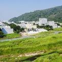 <p> Vùng đất này có vị trí tốt, bên cạnh một con suối nhỏ và gần bãi biển, khí hậu mát mẻ khác với khu vực nội thành.</p>