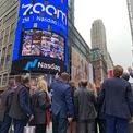 <p> Tháng 4/2019, Zoom huy động được 751 triệu USD khi chào bán cổ phiếu lần đầu ra công chúng (IPO) trên sàn Nasdaq ở mức giá 36 USD/cổ phiếu. Thương vụ IPO thành công giúp Yuan trở thành tỷ phú ở tuổi 49. (Ảnh: <em>Nasdaq</em>)</p>