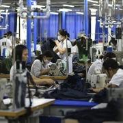 Không có chuyện Mỹ, EU đóng cửa tạm thời với hàng dệt may Việt Nam