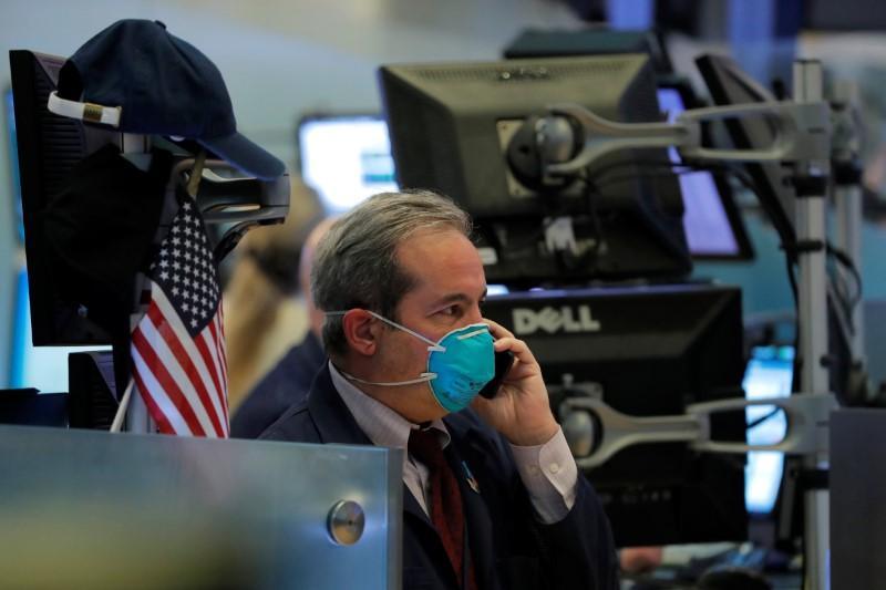 Phố Wall tăng điểm, Dow Jones lấy lại mốc 20.000