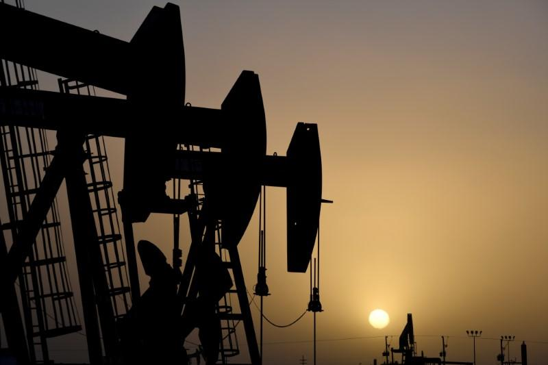 Giá dầu WTI tăng 24%, phiên đi lên mạnh nhất lịch sử