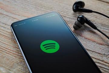 Dịch vụ âm nhạc trực tuyến giảm lượng nghe bởi Covid-19