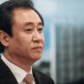 <p> Ông trùm bất động sản Hứa Gia Ấn - Chủ tịch Tập đoàn Bất động sản Evergrande và là người giàu thứ 3 Trung Quốc - mất khoảng 8,5 tỷ USD trong tháng qua do giá cổ phiếu Evergrande lao dốc. Ảnh: <em>SCMP</em>.</p>