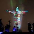 <p> Tượng Chúa Jesus Christ ở Rio de Janeiro, Brazil được thắp sáng với hình ảnh quốc kỳ của những nước đang bị ảnh hưởng bởi dịch Covid -19. Ảnh: <em>Reuters</em>.</p>