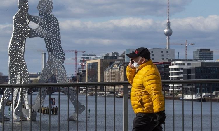 Ca nhiễm nCoV tăng vọt, Đức xem xét phong tỏa toàn quốc