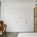 <p> Bức tường trông giống với tủ quần áo sau khi đóng hết cánh cửa lại.</p>