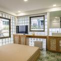 <p> Nội thất phòng ngủ được thiết kế sang trọng nhưng vẫn có âm hưởng truyền thống.</p>