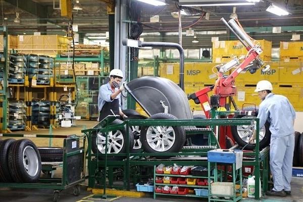 Nguy cơ đóng cửa nhà máy, DN ôtô xin giảm 50% thuế phí cho khách mua xe