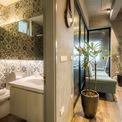 <p> Toilet được thiết kế riêng, với màu gạch đặc trưng, riêng biệt của cả căn nhà.</p>
