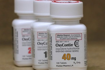 Gia đình tỷ phú sở hữu 13 tỷ USD nhờ đế chế dược phẩm tai tiếng