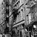 <p> Đế chế Purdue Pharma bắt đầu khi 2 anh em Mortimer Sackler và Raymond Sackler tiếp quản một công ty dược phẩm nhỏ ở làng Greenwich, thành phố New York có tên Purdue Frederick. <em>Ảnh: AP</em></p>