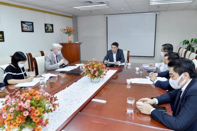 Buổi điện đàm của Thống đốc và Chủ tịch ADB. Ảnh: NHNN