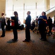Hơn 3,3 triệu người Mỹ xin trợ cấp thất nghiệp vì Covid-19
