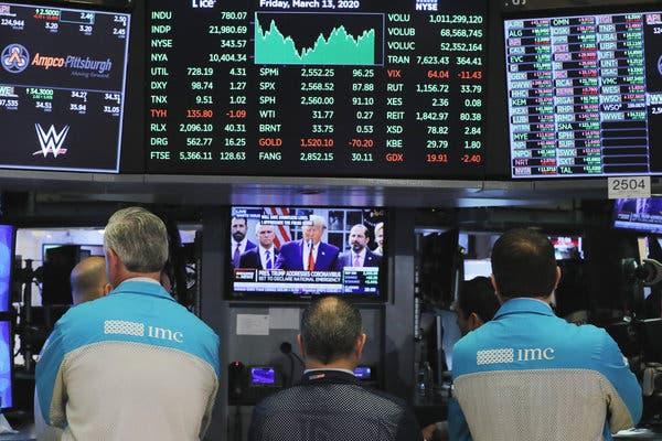 Phố Wall trái chiều trong lúc chờ quốc hội Mỹ thông qua gói 2.000 tỷ USD