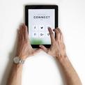 <p> <strong>5. Giữ kết nối với đồng nghiệp</strong></p> <p> Đối với một số người, làm việc tại nhà trong một thời gian dài có thể mang đến cảm giác cô đơn. Với mạng xã hội, các ứng dụng làm việc nhóm, hãy cùng đồng nghiệp trò chuyện, lên ý tưởng và thảo luận các vấn đề quan tâm cũng như cập nhật tình hình công việc của mỗi cá nhân.</p> <p> Làm việc tại nhà sẽ khiến cách thức giao tiếp chuyển từ trực tiếp sang gián tiếp nhiều hơn nhưng sự chủ động kết nối luôn cần ở mỗi người.</p>