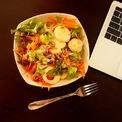 <p> <strong>4. Không bỏ bữa trưa và luôn dành thời gian nghỉ ngơi</strong></p> <p> Giống như bất kỳ ngày làm việc thông thường, hãy nhớ nghỉ ngơi và ăn trưa. Một ly nước trái cây, chút đồ ăn nhẹ hay trực tiếp vào khu bếp của mình để chuẩn bị cho bản thân những món đồ mình thích sẽ khiến bạn vừa có được niềm vui thư giãn, cho tâm trí nghỉ ngơi lại nạp đủ dưỡng chất lấy sức làm việc tiếp.</p> <p> Đặc biệt tăng cường rau xanh và uống nhiều nước khi dịch bệnh Covid-19 để tăng đề kháng cho cơ thể.</p>