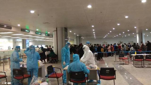 Tạm dừng đưa người Việt Nam từ nước ngoài về sân bay Nội Bài