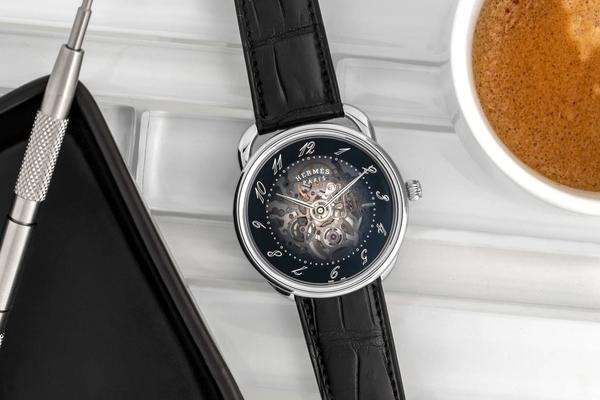 Đồng hồ Hermès Arceau Squelette đưa thập niên 70 hào hùng trở lại