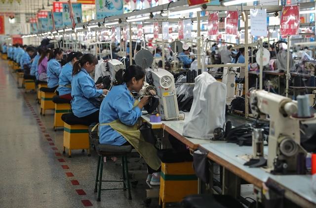 Các nhà máy, xí nghiệp trên toàn Trung Quốc đang nỗ lực quay trở lại hoạt động với mức công suất tiệm cận so với trước khi dịch bệnh xảy ra. Ảnh: CNBC.