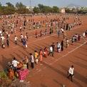 <p> Tại một sân vận động được biến thành khu chợ tạm ở Vijayawada, bang Andhra Pradesh, Ấn Độ, người dân xếp hàng và đứng theo từng ô được kẻ sẵn khi mua thực phẩm vào ngày 26/3 để đảm bảo khoảng cách an toàn, hạn chế tiếp xúc nhằm tránh lây nhiễm dịch Covid-19. Ảnh: <em>Reuters</em>.</p>