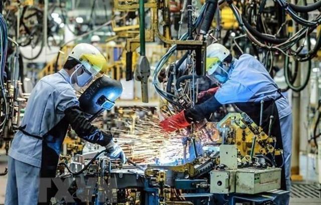 Dây chuyền hàn khung xe ôtô tại Công ty ôtô Toyota Việt Nam, vốn đầu tư của Nhật Bản tại Vĩnh Phúc. (Ảnh: Danh Lam/TTXVN)