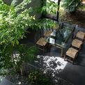 <p> Khu vực sinh hoạt, ăn uống, phòng ngủ, phòng học được thiết kế mở. Từ một phòng, tầm nhìn của mọi người có thể vượt ra ngoài các phòng khác thông qua khu vườn.</p>