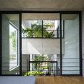 <p> Không gian mở trong ngôi nhà, khi có thể nhìn ra mọi ngóc ngách của khu vườn.</p>