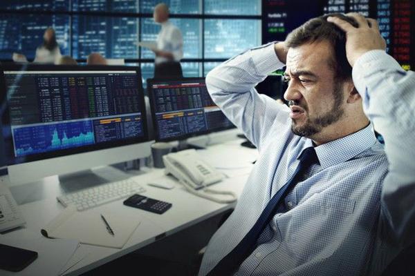 Khối ngoại bán ròng trở lại 156 tỷ đồng trên sàn HoSE trong phiên đầu tuần