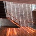 <p> Tại các tầng, các khu vực chức năng được sắp xếp một cách ngẫu nhiên với cầu thang khác nhau tạo nên trải nghiệm thú vị.</p>