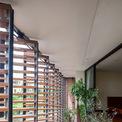 <p> Mặt đứng của công trình gồm 2 hệ cửa lớn gồm 10 cánh cửa cao 6,6m mỗi hệ có thể dễ dàng đóng, mở bằng tay qua hệ trợ lực.</p>