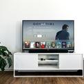 """<p> <strong>4. Giải trí với các phương tiện kỹ thuật số</strong></p> <p> Tivi, laptop, máy tính bảng, điện thoại... với vô vàn các chương trình giải trí như game show, phim truyền hình sẽ giúp bạn tiêu khiển khi ở nhà.</p> <p> Gợi ý: Netflix đã tung ra rất nhiều bộ phim mới, Youtube dành hẳn một kênh nội dung chuyên các nội dung """"Stay Home with Youtube"""" làm bạn mãn nhãn với các hình ảnh công phu, nhiều câu chuyện thú vị.</p>"""