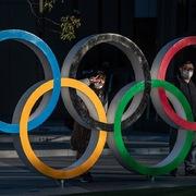 Olympic Tokyo hoãn một năm