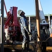 Giá dầu giảm, Mỹ nguy cơ mất vị trí số 1 về sản lượng