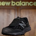 <p> New Balance đóng cửa tất cả các địa điểm ở Bắc Mỹ cho đến ngày 27/3. Công ty cũng tiếp tục trả lương nhân viên cho những ngày nghỉ do dịch bệnh. Ảnh: <em>AP Photo.</em></p>