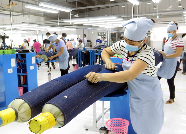 Hiệp hội dệt may, da giày, thủy sản đề xuất trả lương người lao động thấp hơn tối thiểu vùng