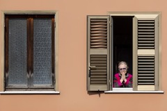 Số ca nhiễm mới tăng kỷ lục ở Mỹ, thấp nhất 2 tuần ở Italia