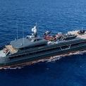 <p> Chiếc du thuyền Hodor dài gần 66 m được trang bị nhiều tiện ích sang trọng như bãi đáp trực thăng, những chiếc xe máy 4 bánh, cano, mô tô nước. Tiện nghi nổi bật nhất của Hodor là một bệnh viên nhỏ được phục vụ bởi một y tá. <em>Ảnh: Clint Jenkins</em></p>