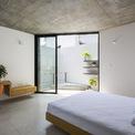 <p> Các phòng ngủ chồng lên nhau theo hình zic zắc và tách biệt với khoảng thông tầng.</p>